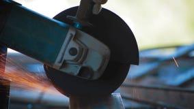 Rundschreiben sah Arbeitsprozeß an der Baustelle stock video footage