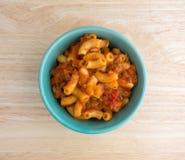 Rundvlees en Macaroni in een kleine kom Royalty-vrije Stock Foto