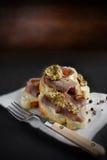 Rundvlees en Mosterd Open Sandwich royalty-vrije stock foto's