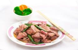 Rundvlees en Sjalot be*wegen-Gebraden gerecht Royalty-vrije Stock Afbeeldingen