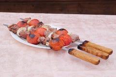 Rundvlees kababs op de grill stock foto's