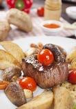 Rundvlees met aardappels stock afbeelding