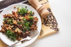 Rundvleesgoelasj met gestoofde aardappel en peper royalty-vrije stock foto