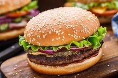 Rundvleeshamburger Stock Fotografie