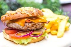 Rundvleeshamburger Stock Afbeelding