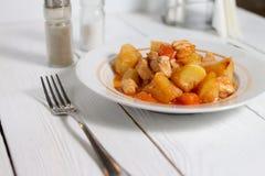 Rundvleeshutspot met aardappels Royalty-vrije Stock Foto's