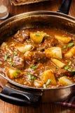 Rundvleeshutspot met aardappels Stock Afbeeldingen