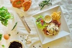 Rundvleeslapje vlees en brood Royalty-vrije Stock Afbeeldingen