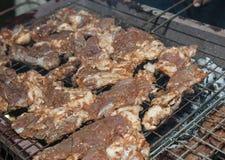 Rundvleeslapjes vlees die op BBQ koken Royalty-vrije Stock Foto