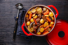 Rundvleesvlees met aardappels wordt gestoofd die royalty-vrije stock fotografie