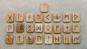 Rune di legno antiche, vecchia magia dello slavo, futark Immagine Stock Libera da Diritti