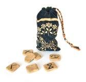 Rune e un sacchetto diritto immagini stock