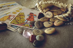Runen en tarotkaarten Royalty-vrije Stock Fotografie