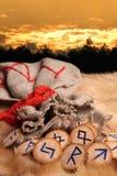 Runen am Sonnenuntergang Lizenzfreies Stockfoto