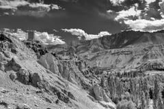 Ruïnes en Basgo-Klooster met stenen en rotsen, Ladakh wordt omringd die Stock Afbeelding