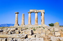 Ruïnes van tempel in Corinth, Griekenland Stock Foto's