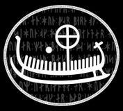 Runestone antiguo con el modelo escandinavo grabado, drakkar stock de ilustración