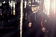 Runing στο δάσος στοκ φωτογραφίες
