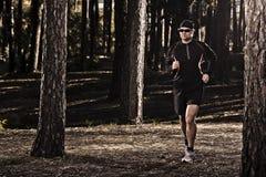 Runing nella foresta Immagine Stock Libera da Diritti