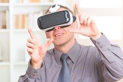 Réunion d'affaires avec le casque de réalité virtuelle Photo libre de droits