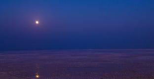 Runn van Kutch-aka Witte Woestijn in volle maan Royalty-vrije Stock Afbeelding