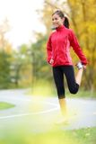 Runner woman stretching thigh Royalty Free Stock Photos