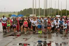 Runners Take Off At Start Of Wet Race In Atlanta Stock Photo