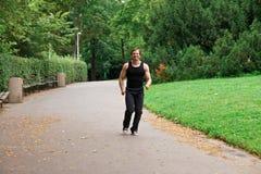 Runnig en parque Imagenes de archivo