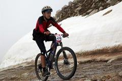 runnig för cykelcompetitonberg Royaltyfri Foto