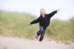 running barn för strandpojke Royaltyfria Foton