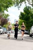 running gata för folk arkivbild