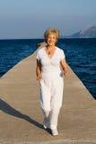 running hög kvinna Arkivfoton