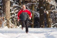 running hög snow Arkivbild