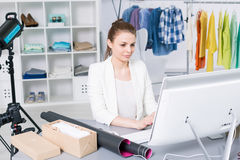 Running her own online store Royalty Free Stock Photography