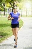 running kvinna för park Fotografering för Bildbyråer
