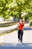 running kvinna för park Arkivfoto