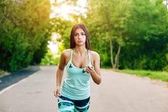 running kvinnabarn för park Royaltyfria Foton