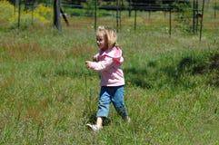 running litet barn Arkivfoto