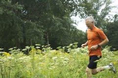 running pensionär för man Royaltyfria Bilder