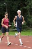 running pensionärer Arkivbild