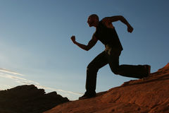 running silhouette för man fotografering för bildbyråer