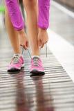 Running skor - barfota running skor Royaltyfri Bild