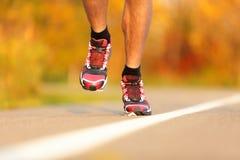 Running skor för idrottsman nen Royaltyfri Bild