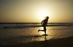 running solnedgångar Arkivfoto
