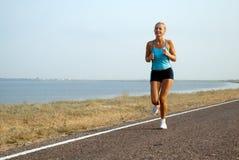 running sommarkvinna för dag Royaltyfri Fotografi