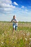 running tonåring för pojkeäng arkivbilder