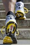 running trappa för idrottsman nen Arkivfoto