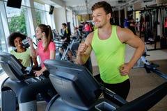running treadmill för man Royaltyfri Fotografi