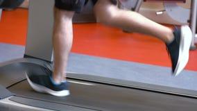 running treadmill för man stock video
