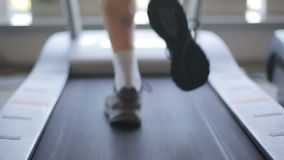 running treadmill för man Slut som skjutas upp lager videofilmer